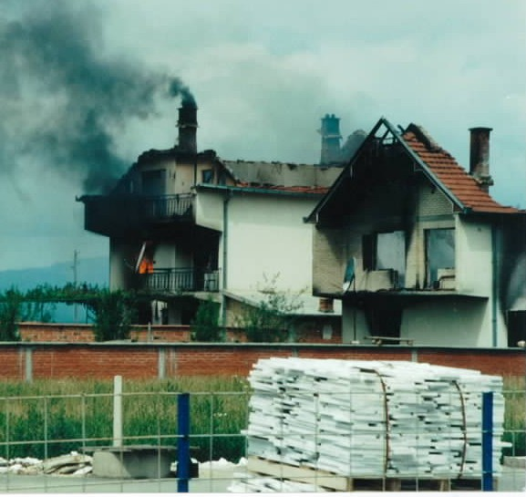 Canadian troops arrived in Kosovo to find houses set alight only minutes before. Local Muslims blamed ethnic Serbs fleeing northwards.